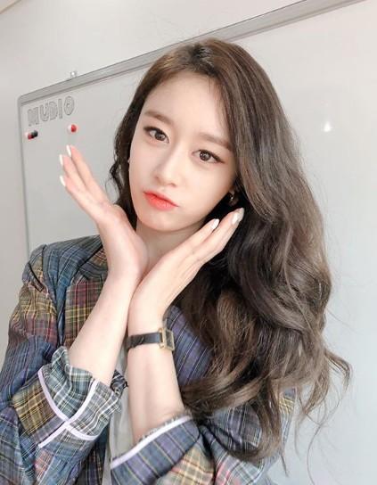 """지연, 공개연애 부담?..연이은 열애설 """"친구사이"""" 부인"""
