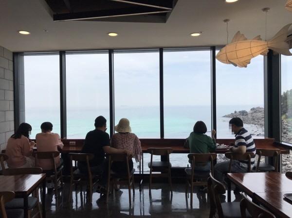 제주김만복 애월점 오픈.. 환상적인 바다뷰와 전복김밥 맛볼 수 있어