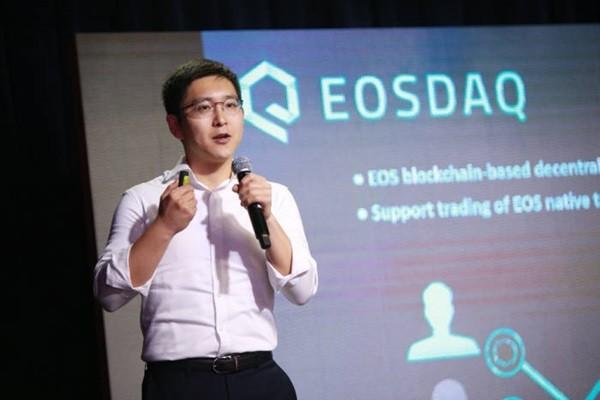 Director Kim Sung-bae of Axiom is explaining South Korea's first EOS-based DEX called EOSDAQ.