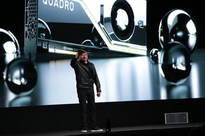 새로운 튜링(Turing) 아키텍처 기반 레이 트레이싱 GPU '엔비디아 쿼드로 RTX'를 발표하고 있는 젠슨 황 CEO