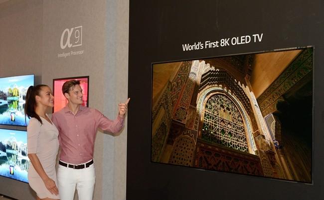4K 넘은 8K LG 올레드 TV, 세계 최초 공개