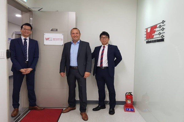 CEO Thomas Schrott (middle) of Wurth Electronics is taking a commemorative picture with representatives after opening up an office in South Korea.