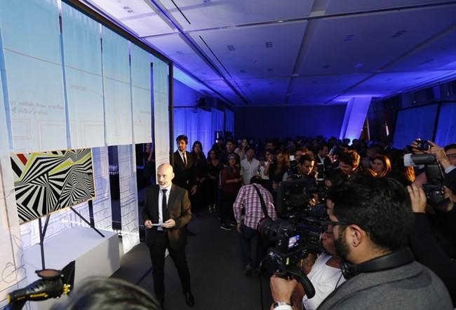 4일(현지시간) 멕시코 시티의 '에스파시오 비레이에스(ESPACIO VIRREYES)' 이벤트홀에서 열린 삼성전자 프리미엄 TV와 가전 공개 행사에서 참석자들이 삼성전자 '더 프레임' TV를 감상하고 있다.