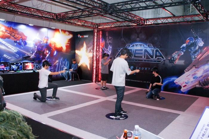 KVRF2018 부대행사 'VR게임대전' 중 '모탈블리츠 배틀아레나' 경기모습. (사진=박동선 기자)