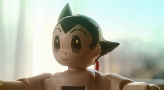 아톰, 고향 일본에서 가정용 로봇으로 새로이 태어나다