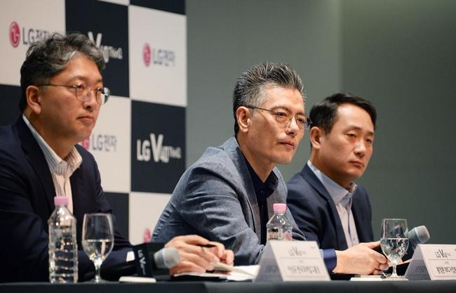 (왼쪽부터) LG전자 한국모바일그룹장 이상규 부사장, MC사업본부장 황정환 부사장, 단말사업부장 하정욱 전무