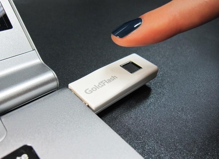 에어리어(터치) 타입 지문인식 센서를 탑재한 바른전자의 UFD(USB 플래시 드라이브) 3.0 제품