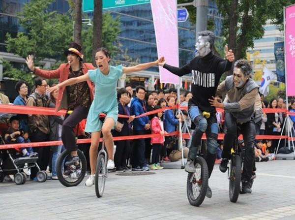 2017 서울거리예술축제 중 '네오피노'. 사진=예술집단 시파 프로젝트원 제공