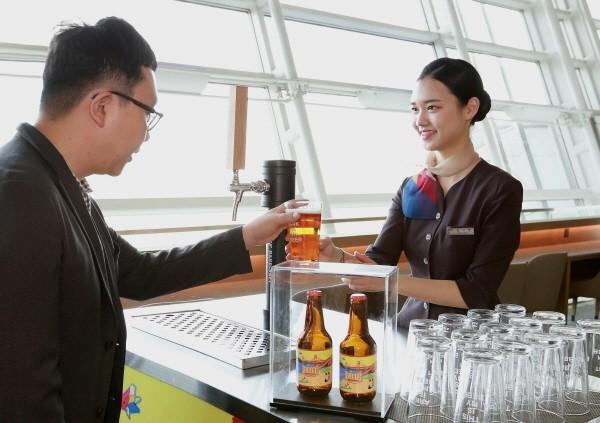 아시아나, 국내 최초 자체 개발 수제 맥주 서비스 개시