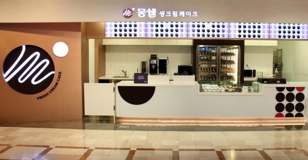 롯데제과가 디저트카페 형태의 플래그십 스토어 '몽쉘 생크림 케이크숍'을 롯데백화점 잠실점 지하 1층에서 오픈했다. 사진=롯데제과 제공