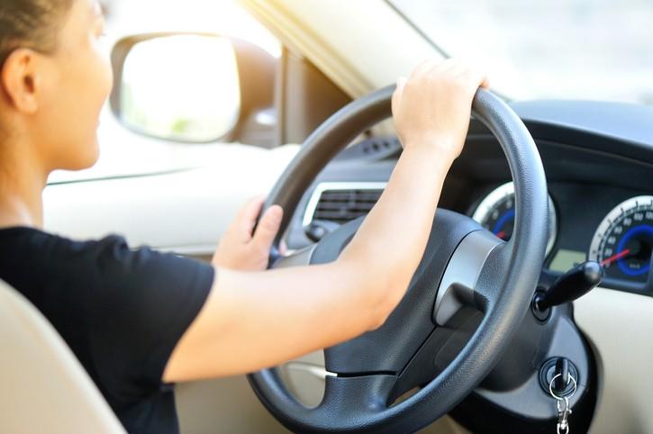 자가 운전으로 출퇴근하면 왼쪽 얼굴이 빨리 늙는다는 연구결과가 나왔다. 사진=게티이미지