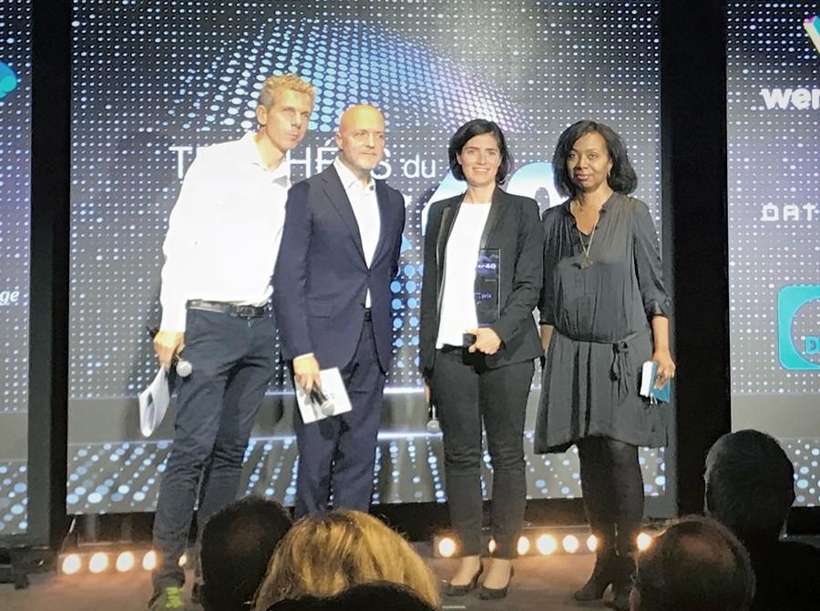 슈나이더 일렉트릭이 'eCAC40'을 수상했다. 사진은 왼쪽부터 EU 집행위원회의 프랑스 디지털 챔피언 질 바비네, 레제코-르파리지엥 그룹 CEO 피에르 루에트, 슈나이더 일렉트릭 프랑스 사장 크리스텔 헤이드만, 레제코 편집장 뮤리엘 자소