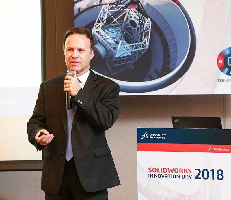 솔리드웍스 글로벌 CEO 지앙 파올로 바씨가 솔리드웍스 2019 소개와 전략을 발표하고 있다.
