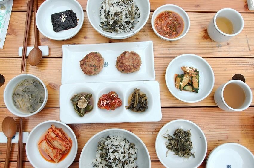 인월동의 식당 '지리산 나물밥'에서 차려준 특별한 지리산 만찬.