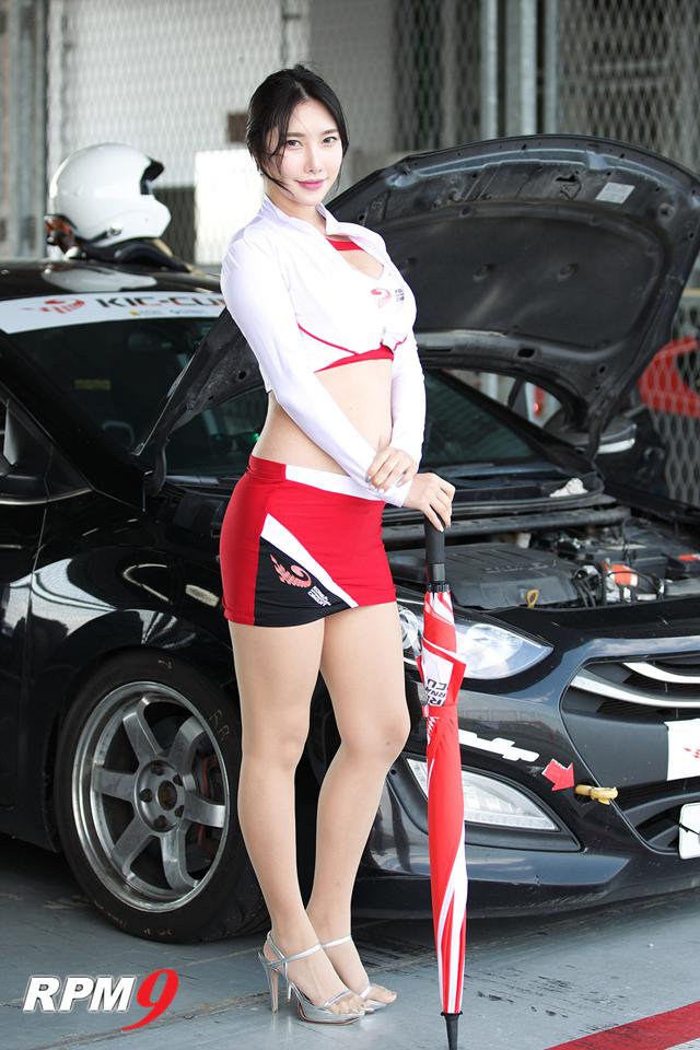 레이싱모델 윤체리, KIC 컵 투어링카 레이스에서 예쁜 미소
