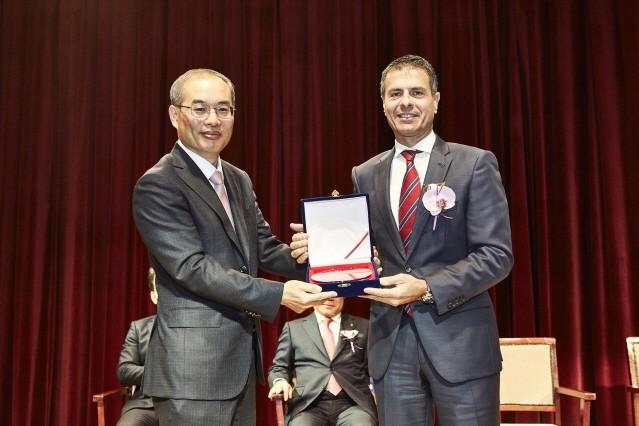벤츠 실라키스 사장, '글로벌 경영대상 다국적기업 부문' 대상 수상
