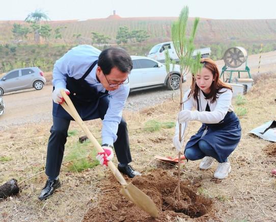 롯데주류는 최근 인천에 위치한 수도권매립지 제2매립장에 처음처럼 숲 2호 조성을 시작했다. 사진=롯데주류 제공