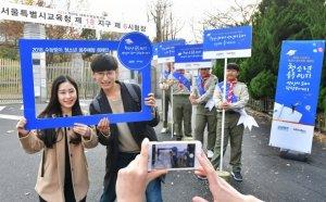 오비맥주가 2019학년도 대학수학능력시험이 끝난 지난 15일 오후 수험생들의 음주 예방을 위해 캠페인을 벌였다.  오비맥주(대표 고동우)는 이날 서울 강남구 수능시험장 부근에서 청소년 음주 예방 캠페인을 전개했