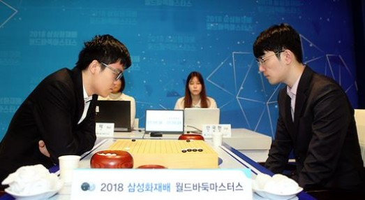 안국현 8단(오른쪽)이 삼성화재배 최종국에서 패배, 아쉬운 준우승에 그쳤다.  사진=사이버오로