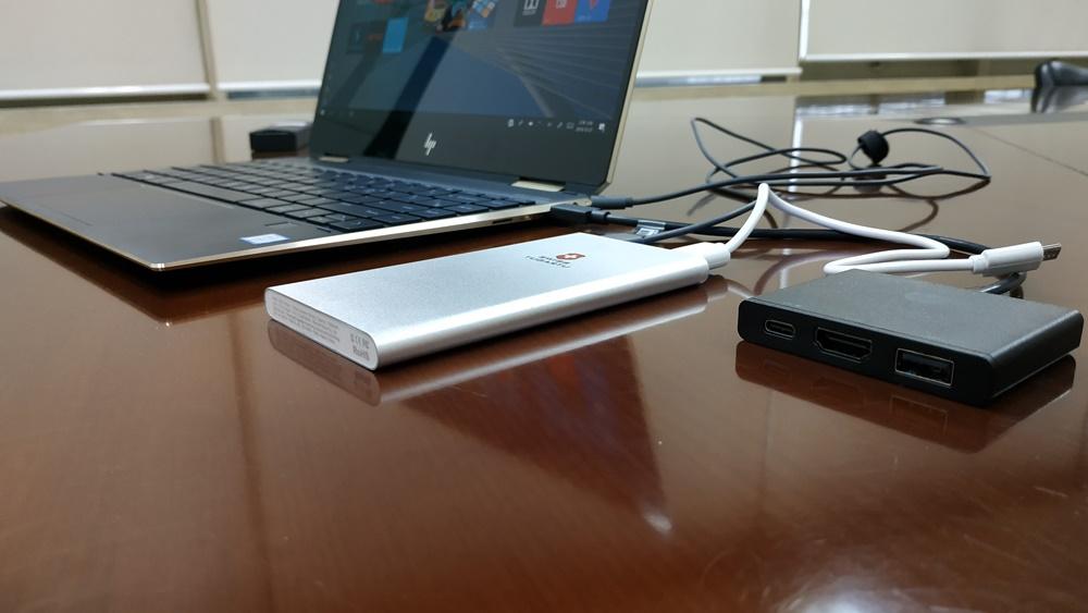 동시 연결된 2개 C타입 USB는 활용도가 높다. HDMI는 기본 제공되는 확장 슬롯을 활용하면 된다.