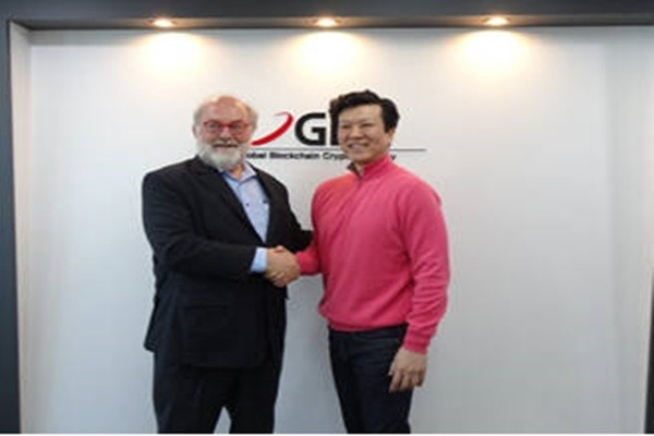CEO Terrance Pak (right) of GBC Korea met with Thomas Frey, who was selected by Google as the top-rated futurist speaker, at GBC Korea's headquarters in Samsung-dong and discussed about M&A platform and future of blockchain.