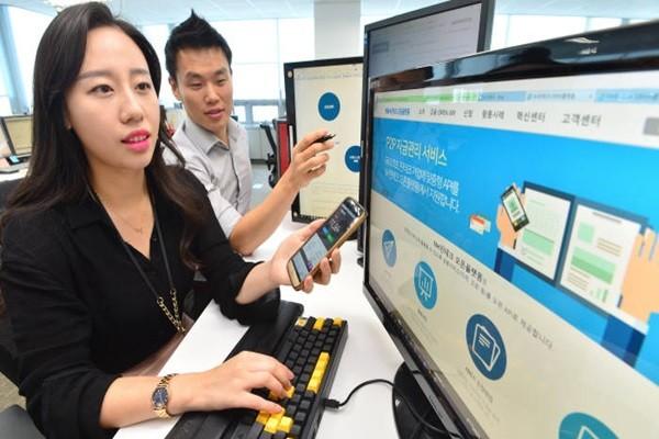 NH Bank's employees are testing NH Bank's API service.  Staff Reporter Kim, Dongwook | gphoto@etnews.com