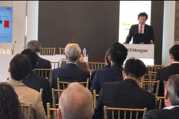 제37회 JP모건 헬스케어 컨퍼런스에 참석한 한미약품 권세창 사장이 한미약품 비전과 2019년도 R&D 전략 등을 발표하고 있다