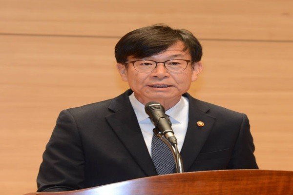 Chairman Kim Sang-jo of Fair Trade Commission