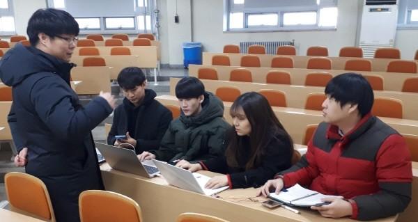 국민대 학부생연구팀 'FaS'와 김종성 정보보안암호수학과 교수