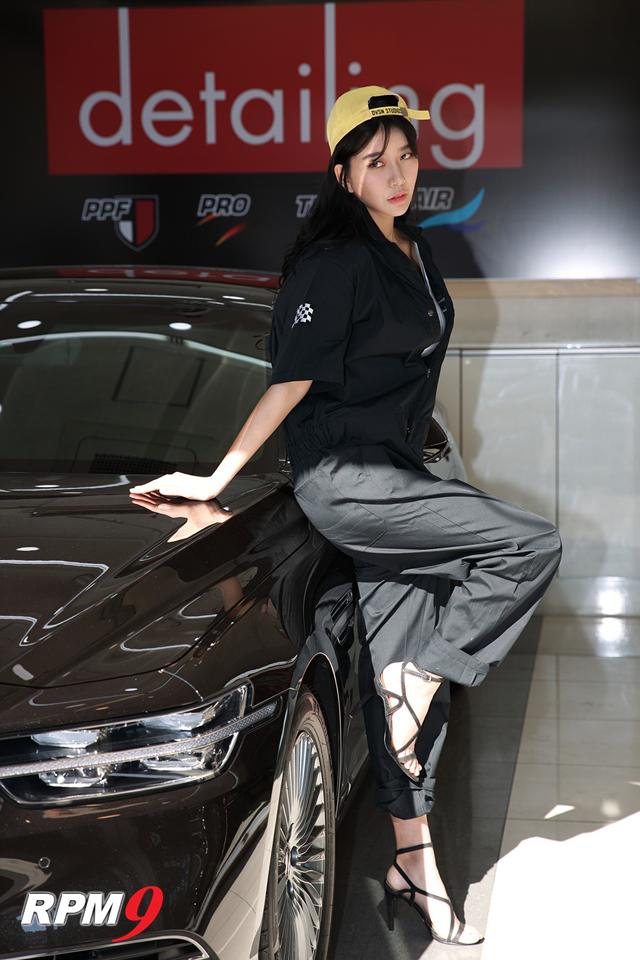 레이싱모델 반지희, 오토앤 울산광역시 지역본부 오픈식에서 빨간 치마 입고