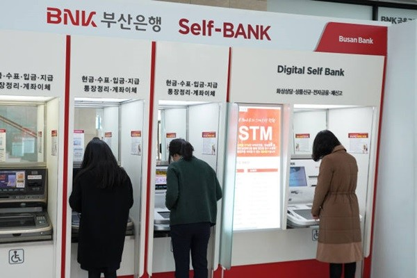 People can use exchange services through STMs (Self Teller Machine) operated by BNK Busan Bank even during Korean New Year's Day.