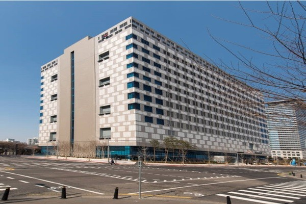 An outside view of KT's Mokdong 2 Center that is operating financial security Cloud