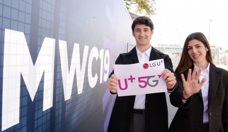 MWC 2019 현지 관계자들이 LG유플러스의 U+5G를 알리는 모습. [사진=LG유플러스]