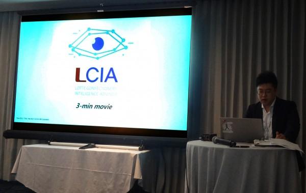 롯데제과가 지난해 개발한 트렌드 예측 시스템 '엘시아(LCIA: Lotte Confectionery Intelligence Advisor)'의 우수성을 세계에 알려 주목을 받았다. 롯데제과 EC마케팅담당 김정혁매니저가 발표를 하고 있다. 사진=롯데제과 제공