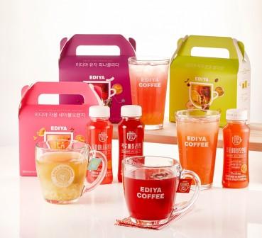 이디야커피가 내놓은 자체 차(tea) 브랜드 '이디야 블렌딩 티(EDIYA Blending Tea)'의 지속적인 판매 신장 덕에 지난해 차(Tea) 음료 판매량과 매출이 모두 급성장한 것으로 집계됐다. 사진=이디야커피 제공