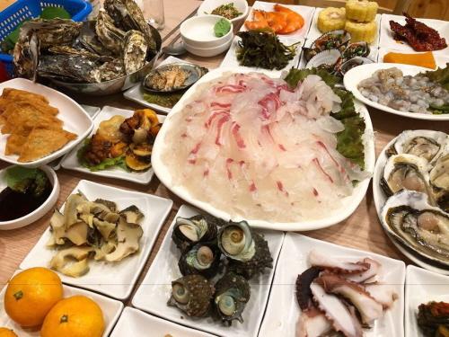[지역탐방] 여수 여행 맛집 '사계절 횟집',  자연산 감성돔 메뉴 인기