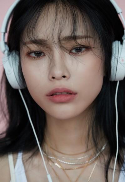 헤이즈 첫 번째 정규 앨범 '쉬즈 파인(She's Fine)'. 사진=HNS HQ 제공