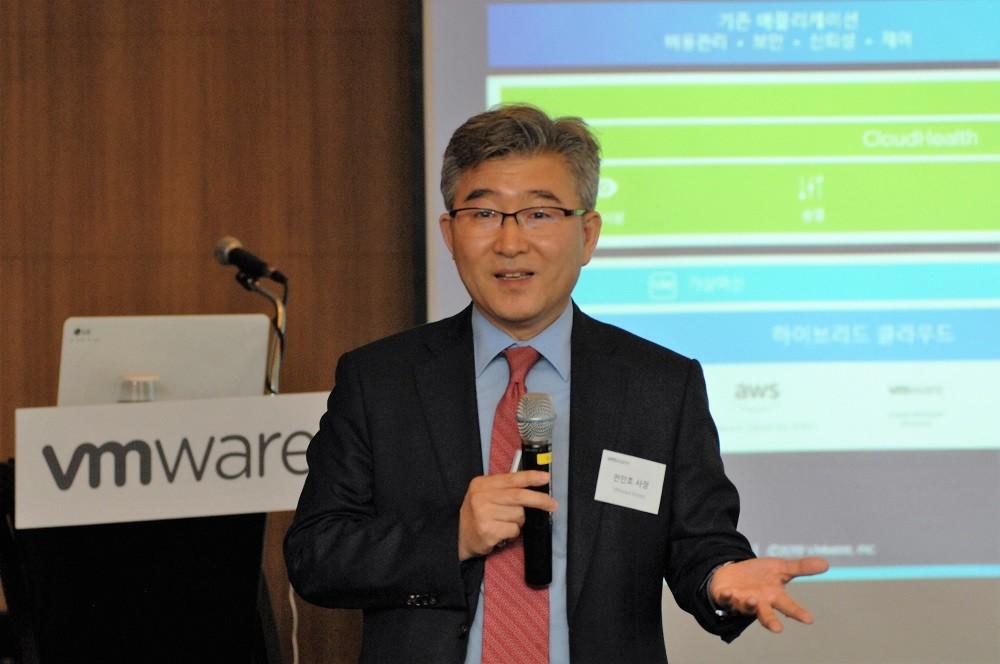 VMware 올해 상반기 비즈니스 전략을 발표하고 있는 전인호 지사장, 사진제공=VMware코리아