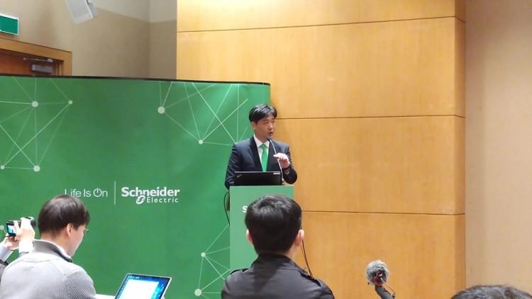 이성호 슈나이더일렉트릭 인더스트리오토메이션사업부 본부장이 사물인터넷 기반 통합 아키텍처 플랫폼 '에코스트럭처 인더스트리'를 소개했다.