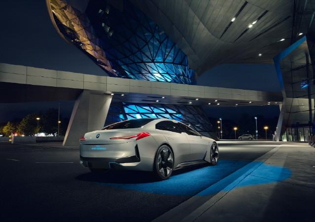 BMW, 콘셉트 M8 그란 쿠페, M4 GT4 아시아 최초로 공개