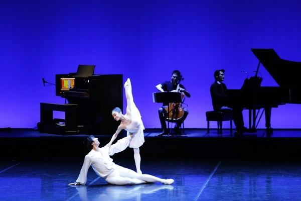 국립발레단 'Dance into the Music(댄스 인투 더 뮤직)' 中 'Legend' 공연사진. 사진=국립발레단 제공