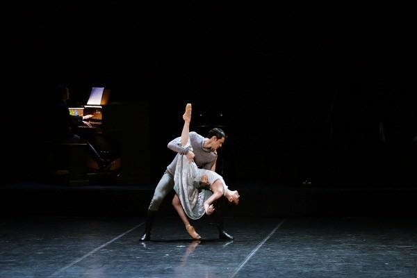 국립발레단 'Dance into the Music(댄스 인투 더 뮤직)' 中 '마타하리' 2막 파드되 공연사진. 사진=국립발레단 제공