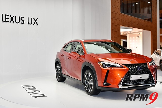 렉서스, 자사 최초의 콤팩트 SUV 'UX' 선보여