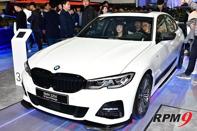 BMW, 서울모터쇼서 '인기 폭발'…관람객들 신차에 뜨거운 관심