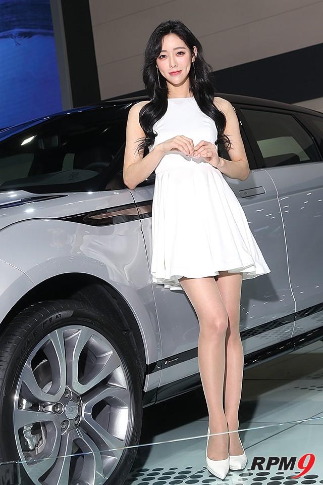 2019서울모터쇼 랜드로버 부스 이보크 차량, 모델 정아라 (사진 황재원 기자)