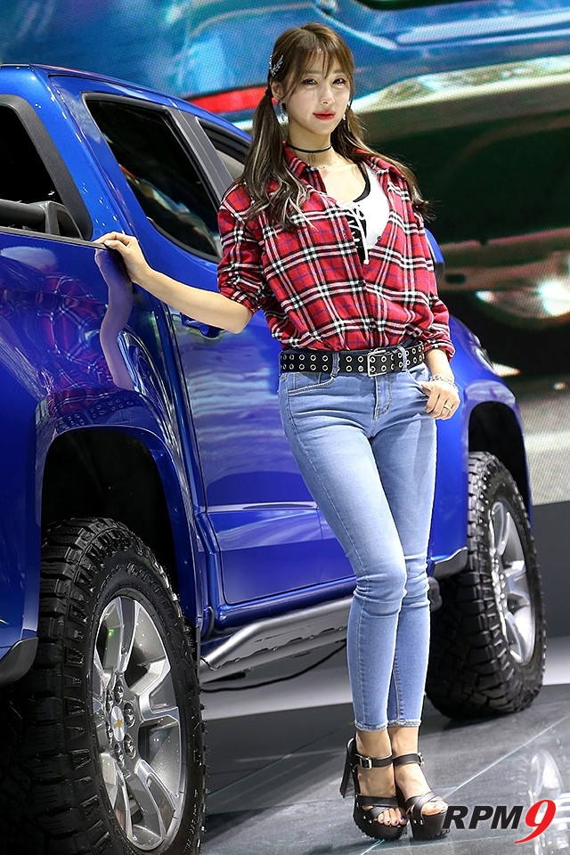 2019서울모터쇼 쉐보레 부스 콜로라도 차량 모델 임지우(사진 황재원 기자)