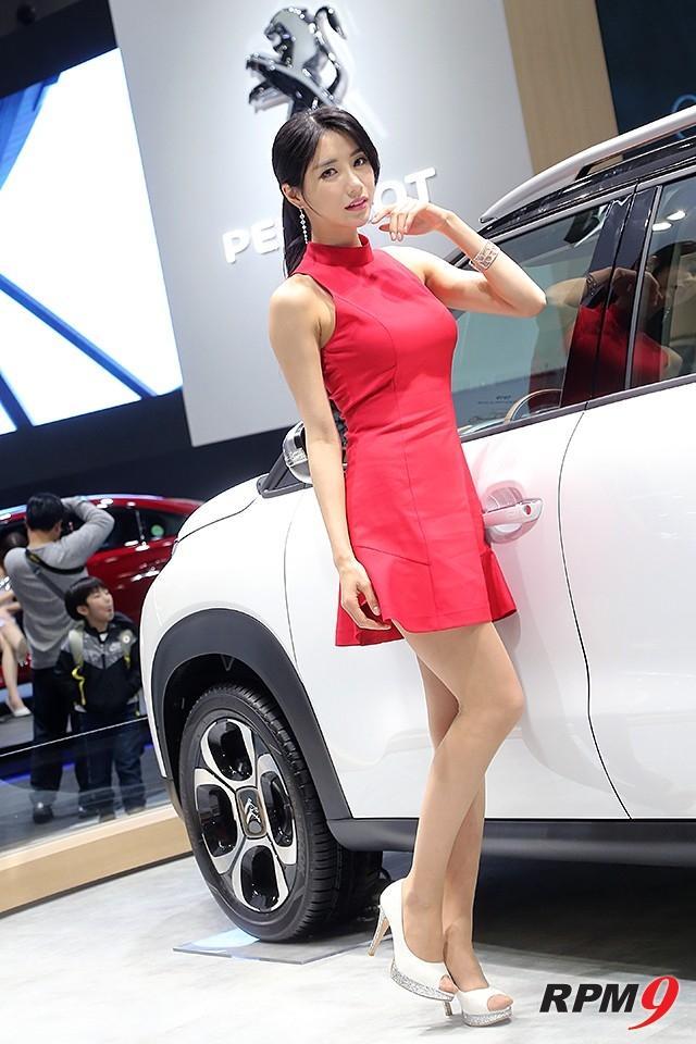 2019서울모터쇼 시트로엥 부스 C3에어크로스 SUV 차량 모델 임솔아 (사진 황재원 기자)