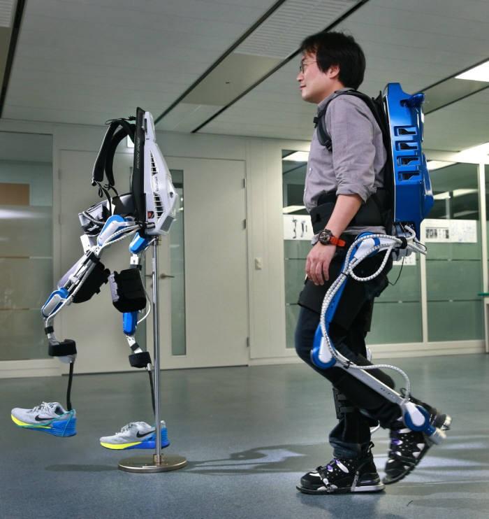 현대자동차의 보행보조 착용로봇