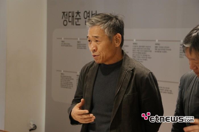 11일 서울 종로구 세종문화회관 세종미술관에서는 정태춘·박은옥 40주년 기념 트리뷰트 전시회 '다시, 건너간다' 기자간담회가 개최됐다. 정태춘의 모습.