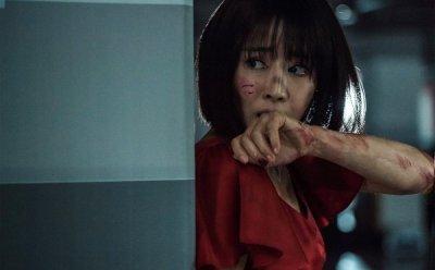 [ET-ENT 영화] '왓칭' 어떻게 탈출할까 공포로 시작한 영우와 관객의 감정은, 분노와 불쾌감으로 바뀔 수 있다